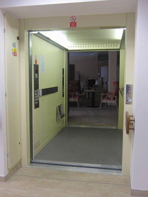 lůžkové výtahy